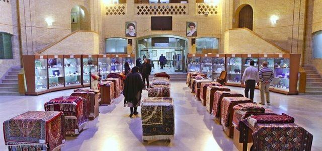 نمایش بافتههای داری زنان سنندج و بیجار در وزارت میراثفرهنگی، گردشگری و صنایعدستی